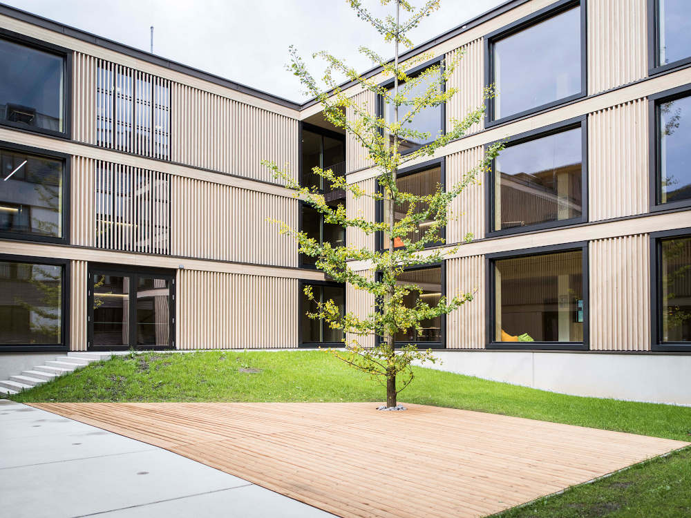 Schulneubau HTK Innenhof, mit Holz bauen