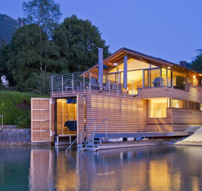 Seehaus Scharfling, Seeseite Abendstimmung, mit Holz bauen