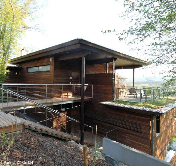 Wohnhaus Wien Hanglage Holzfassade, Bauen mit Holz